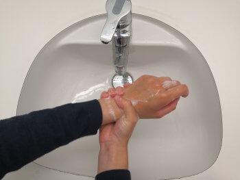 Handgelenk richtig waschen