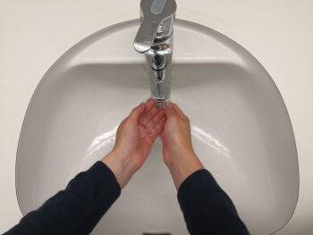 Anleitung richtig Hände waschen Wasser