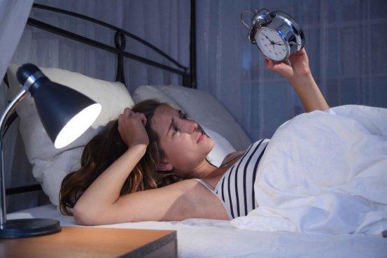 Frau Bett Schlafprobleme